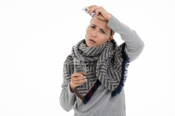Een aantal symptomen die een besmet persoon kan merken zijn: